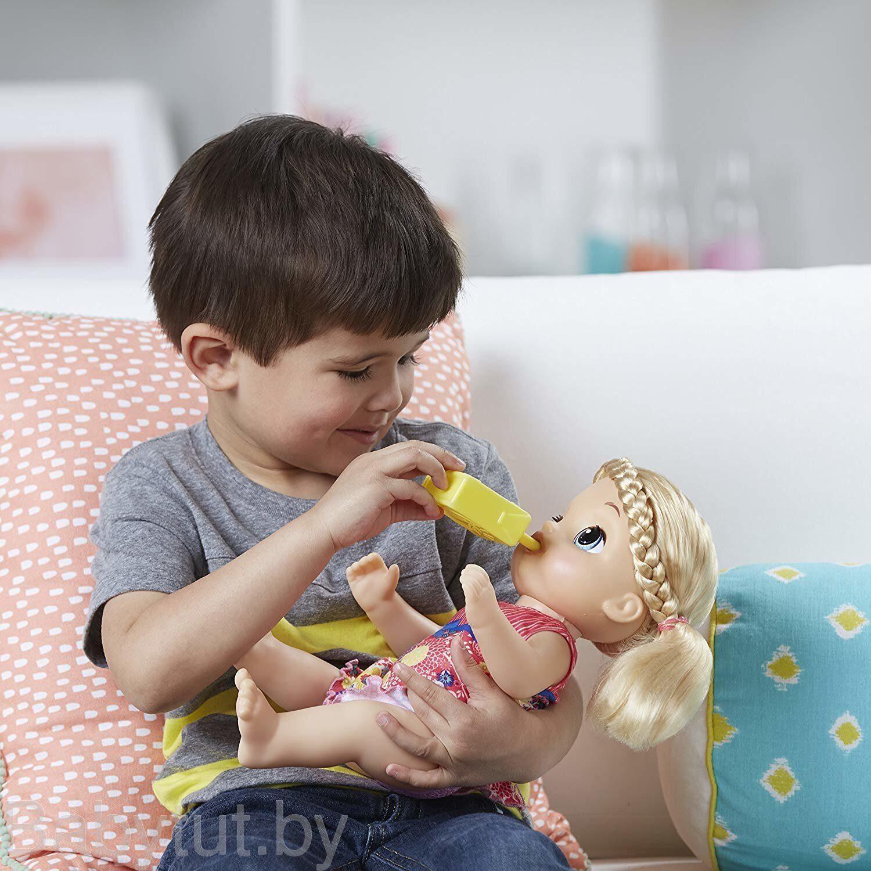 Купание прелестной малышки